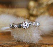 『リボン』がテーマの婚約指輪