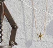 星モチーフのゴールドネックレス