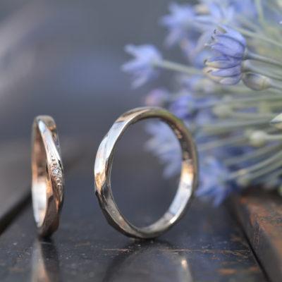 捻りラインの結婚指輪